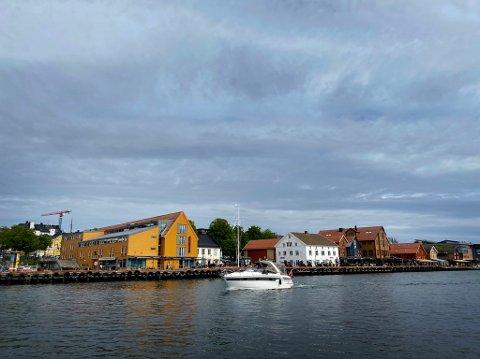 Politiet fikk nok å gjøre i Tønsberg i natt.