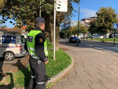 GOD OG DÅRLIG ADFERD: Her er politiet ofte og sjekker at bilistene holder seg unna håndholdt mobiltelefon. Bildet er tatt under en tidligere kontroll.