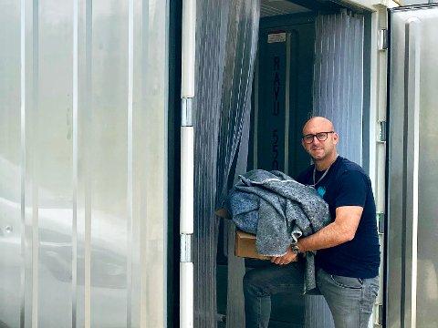 FRYSER UT: Skadesjef i Nokas Skadedyrkontroll, Kenneth Ervik bruker spesialbygde frysecontainere. Her fryser han inventaret ned i til under 17 kuldegrader, i en uke, for å bli kvitt skadedyr.