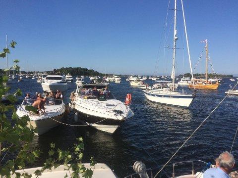 POPULÆRT: Mange båter fant veien til Duken, som var oppmøte for båtkortesjen.