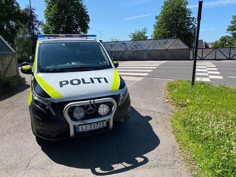 VED BRUA: Bilisten og syklisten kolliderte i dette krysset i Stenmalen.