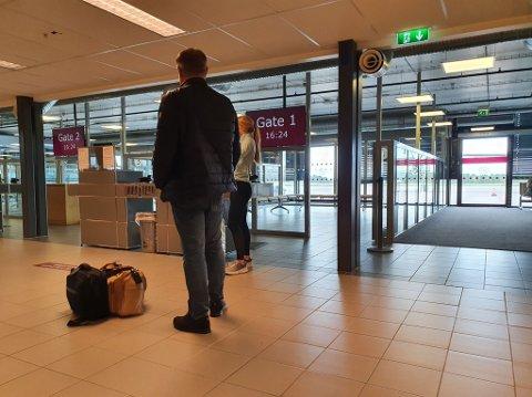 FLYTRØBBEL: Widerøe har problemer med å få passasjerende avgårde til Bergen. – Frustrerende, sier Julia Doksæter Horn.