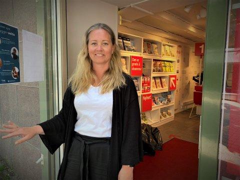 VENTER: Elisabeth Eldevik Malm gleder seg til charterselskapene slipper neste års sommersesong. Da blir det nok å gjøre med å hjelpe folk på tur i 2021.