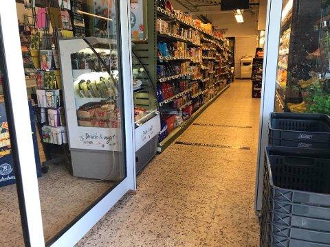 INGEN HÅNDSPRIT: Her savner Erling Pedersen at det står håndsprit til kundene.