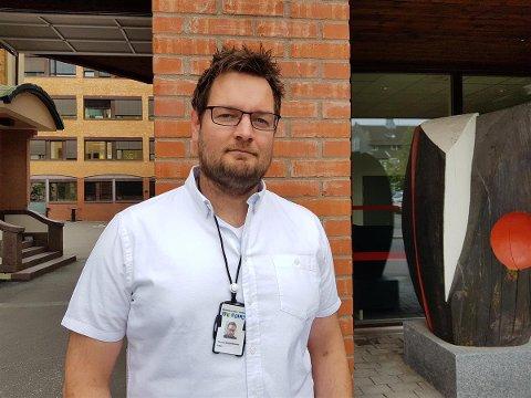 – FØLG MED: Thomas Gangsø-Bolstad, leder av Barnevernvakta i Vestfold, ber foreldre om å være tilgjengelig for barna sine i sommer.