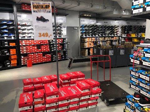 LOKKEVARER: Mange butikker annonserer tilbudsvarer, noen ganger i svært begrenset antall, for å lokke kunden inn. Da er mye gjort. Illustrasjonsbilde. Foto: Kjersti Westeng/Nettavisen