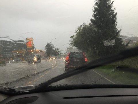 ØS PØS: Det ventes kraftige regnbyger fredag.