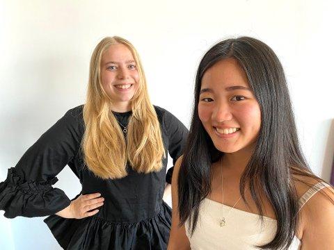 PREMIERE: Amalie Andersen (20) og Elvira Kolsing (19) slipper førstkommende onsdag første episode i podkasten «Fest og Forelesning».