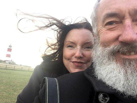 FELTARBEID: forfatter- og ekteparet Vibeke Riiser-Larsen og Erik Tunstad har reist Europa rundt på jakt etter neandertaler-spor. Slikt blir det bok av.