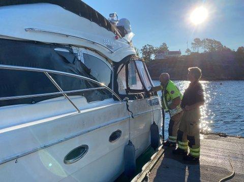 BRANNSKADE: Brannvesenet vurderer skaden på båten som var nærmest fritidsbåten som bran natt til torsdag.