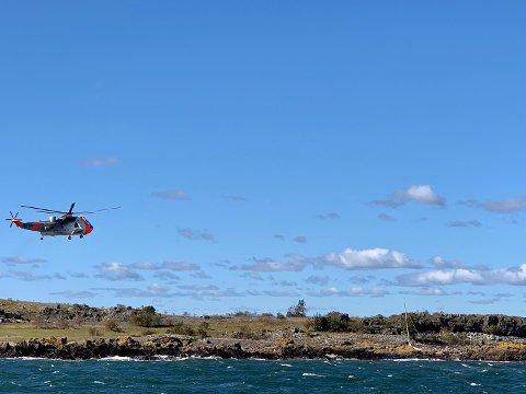 MYE SJØ: Seilbåten slet seg og havnet på grunn på nordsiden av øya Tørfest.