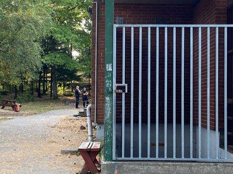 Politiet gjør undersøkelser på Vestskogen skole etter melding om ruteknusing.