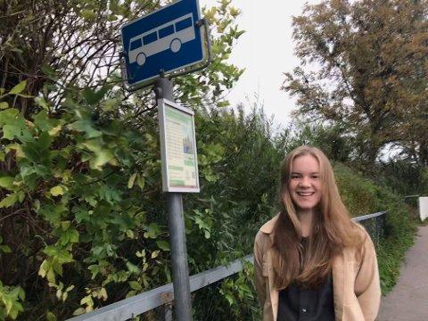 MÅ BETALE: Ingrid Heline Skøre Solberg er en av 5000 Vestfold-elever som må betale for skoleskyssen sin selv. I Telemark er det gratis for alle.