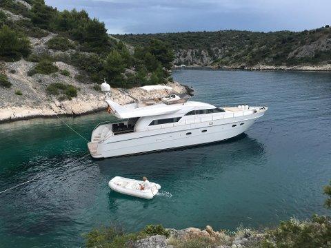 LUKSUSBÅT: Det er denne båten som båtkjøper mente var full av mangler og feil.