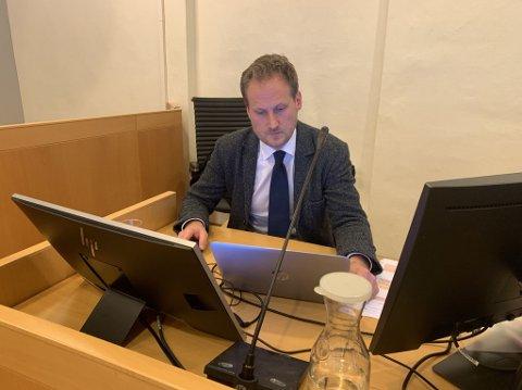 UTSPØRRING: Aktor Esben Kyhring ledet utspørringen av tiltalte Rune Breili.