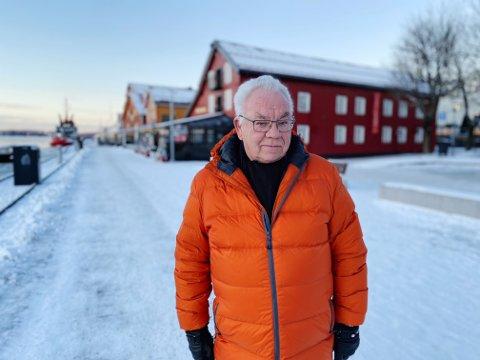 UBEGRIPELIG: Svenn Erik Haugan (73) har opplevd tyveri fra konens gravplass to ganger. Det gjør ham både trist og forbanna.