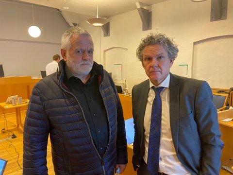FORKLARTE SEG: Tidligere byggesaksleder Harald Svendsen sammen med sin forsvarer advokat Knut H. Strømme i Horten tinghus.