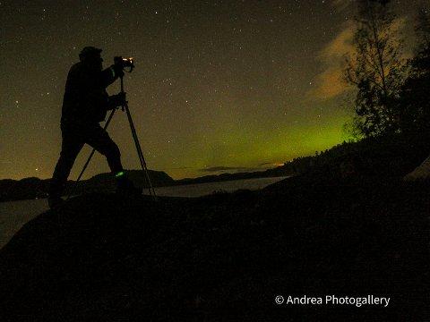 FANGET LYSET:  Andrea Bravo Bålsrød tok flere bilder av nordlyset mandag kveld.