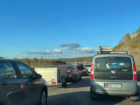 Slik så køen på E18 i Tønsberg ut i 16.30-tiden fredag.