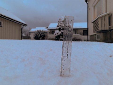 ET STYKKE IGJEN: Det er meldt fem til 15 centimeter snø i Vestfold. Det fører til gult farevarsel fra Meteorologisk Institutt.
