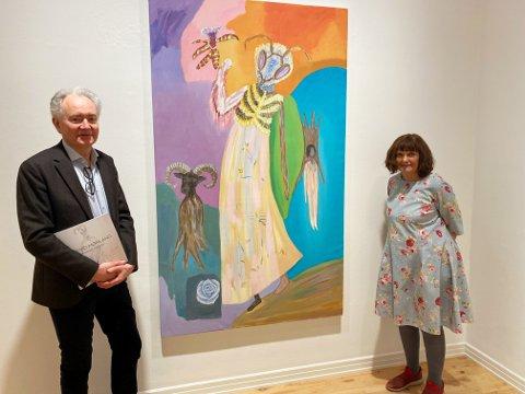 VÅR-UTSTILLING: Haugar-direktør Jan Åge Pettersson presenterer nå Astrid Mørland og hennes allsidige kunstneriske uttrykk på kunstmuseet i Tønsberg.