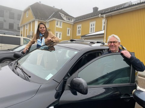 TRYGG TRAFIKK: Lene Westgaard-Halle og Henning Wold frykter flere demente i trafikken fremover, og flere ulykker. De vil ikke fjerne helseattesten for sjåfører over 80 år.