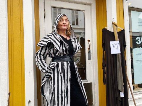 STOLT: Inger Oline Vågnes føler den samme gleden ved butikkens avslutning som hun følte dagen hun åpnet. Hun er stolt av å gi seg mens leken er god.
