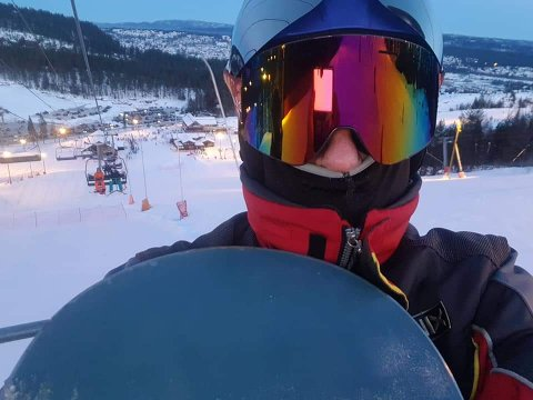 PÅ TUR I BAKKEN: Runar Halling har ofte vært på ski i Funkelia, men en opplevelse sist søndag fikk ham til å sende et brev til Skimore Kongsberg.