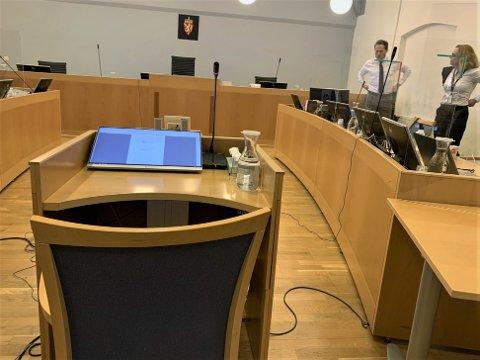 Rune Breilis samboer, Anette Ronæss, vitnet i rettssaken tirsdag. Hun fortalte at Breili hadde blitt utsatt for et enormt medietrykk. Hun gråt flere ganger da hun forklarte seg om påkjenningene hele Breilis familie har blitt utsatt for.