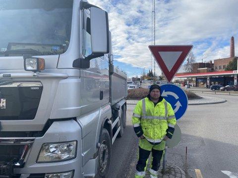Jostein Mørk (t.h) og Steinar Dahl er blant dem som ble stående fast i kø på grunn av tekniske problemer med Kanalbrua fredag formiddag.
