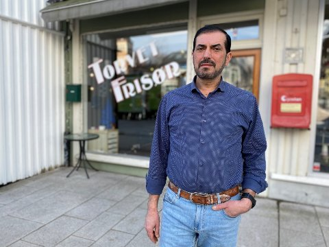 SLITSOMT: Da de nye restriksjonene ble igangsatt forsvant kundene til frisør Hawri Jan nærmest over natta. Nå må han leve på kredittkort for å dekke faste utgifter.
