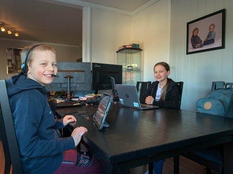 HJEMMESKOLE: Thale Kristine (12) og Vetle Nicolay (10) Limkjær fikk hjemmeskole fredag. De går på Presterød skole, som bruker fredagen til å klargjøre skolen for å ta i mot elevene under reglene for rødt nivå.