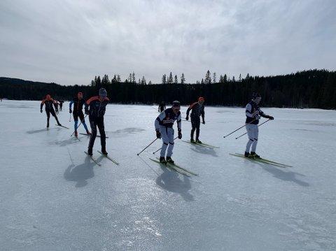 REKORD: Anders Aukland, Joar Thele og Simen Østensen har gått på ski i et strekk siden lørdag morgen. De er på rekordjakt.
