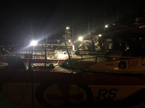 """EVAKUERT: Syv nedkjølte ungdommer ble evakuert fra Ormøy torsdag 1. april. Båtfører ved redningsskøyta """"Elias"""", Ole Tomas Amundsen, er glad for at ungdommene ba om hjelp."""