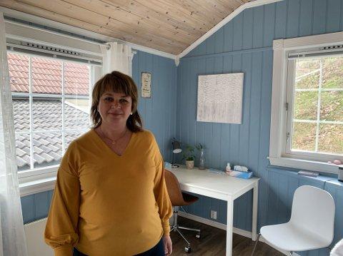I ANNEKSET: Anita Bakås har flyttet behandlingstilbudet til annekset hjemme på Nøtterøy..