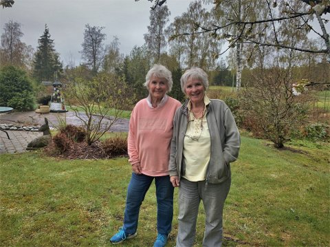 SØKER HJELP: Søstrene Turid Finne og Tove Finne Røed ønsker seg en helt spesiell type arbeidskraft.