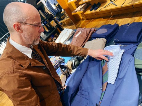 MINDRE STIVT: Skal du først fram med dressen til 17. mai, anbefaler Bogart-driver Vegard Eismann Kjøl å gå for blått og gjerne bryte opp med myke tekstiler, farger og kanskje litt mønster.