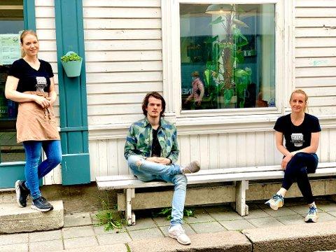DRIVERE: Line Erlandsen, David Aarflot og Maria Høgås er de nye driverne av With-kafeene.