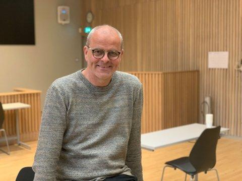 MELD DEG: Færder-ordfører Jon Sanness Andersen oppfordrer flere til å melde seg om frivillige i Wilhelmsenhallen.