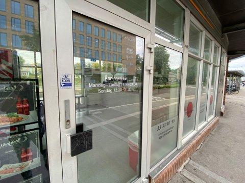 Sushirestauranten på togstasjonen i Tønsberg er solgt, men de nye eierne er foreløpig hemmelighetsfulle om planene.