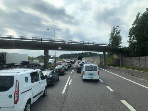 KAN BLI KØER: Fredag er det ventet mye trafikk på veiene.