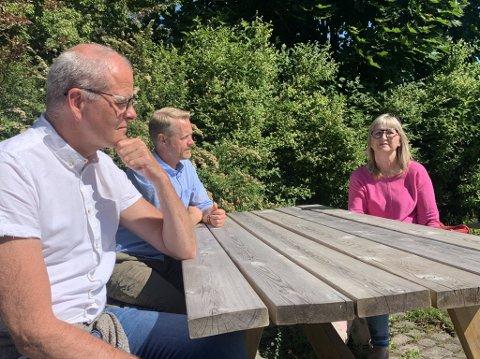 MAKS UFLAKS: Koronautbruddet som rammet Færder startet på konserten til Kristin Vold (fra høyre) og Espen Granlund, men ordfører Jon Sanness Andersen mener det handler om uflaks - dette kunne skjedd hvem som helst.