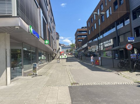 BYENS STYGGESTE GATE? Gata mellom Torvet og Nedre Langgate skiller seg ut fra de nyoppussede naboplassene.