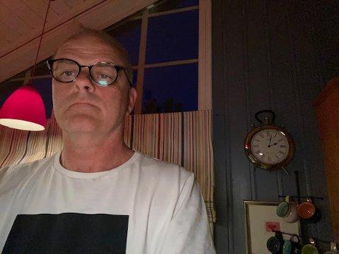 TRØTT I TRYNET: Ordfører Jon sanness Andersen sto opp klokken 02.00 for å gjennomføre en arbeidsdag utenom det vanlige.