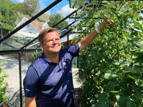 LIVSSTIL: Det siste året har hagestell blitt en ny livsstil for Stig Kirkevold og familien. Hver dag tilbringes ute, selv i dårlig vær.