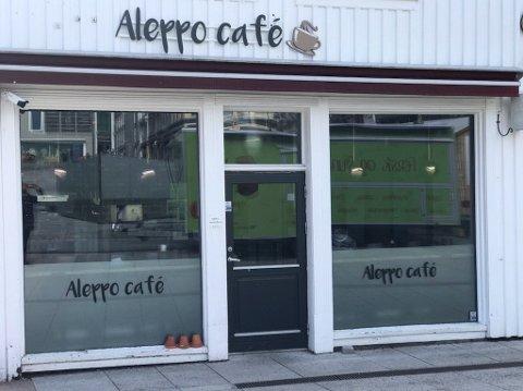 SØKER NYE LEIETAKERE: Her skulle det ha åpnet kafé, men nå er eier av lokalet igjen på jakt etter nye leietakere.