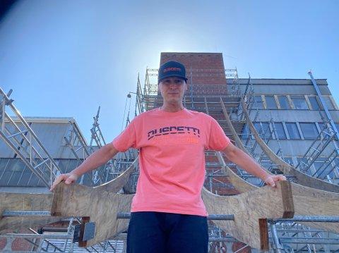 VERDENS STØRSTE: Adil Dyani er klar for ny verdensrekord i verdens største skateramp - som bygges på Kaldnes.