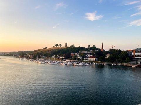 PULSERENDE IDYLL: Selv om Tønsberg er en by som tiltrekker mange festglade turister, tilbyr det også et rolig kystidyll.