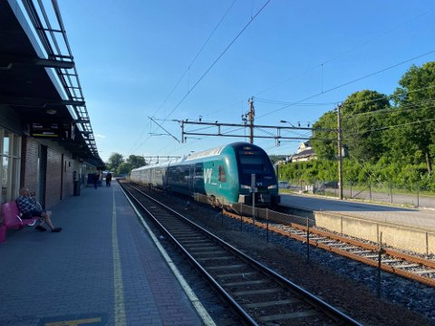 Det var ved togstasjonen i Tønsberg at det mislykkede narkotikasalget ble forsøkt gjennomført.