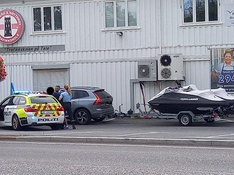 PÅGREPET: En person ble pågrepet utenfor Tønsberg og Nøtterøy Trafikkskole i 13.30-tiden søndag.